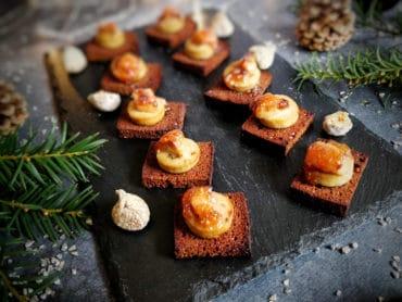Bouchées au pain d'épices, boudin blanc et foie gras au chutney de figues